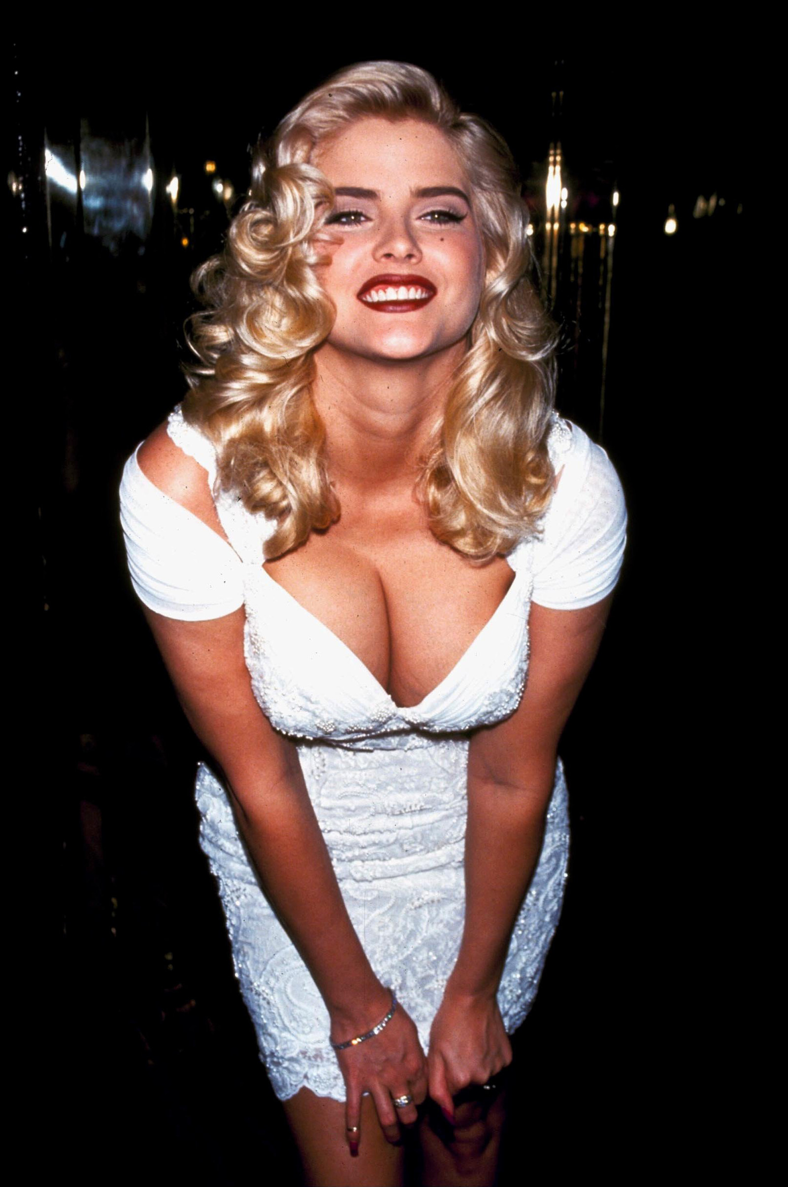 Anna Nicole Smith's Body To Be Stripped Of Even More DNA